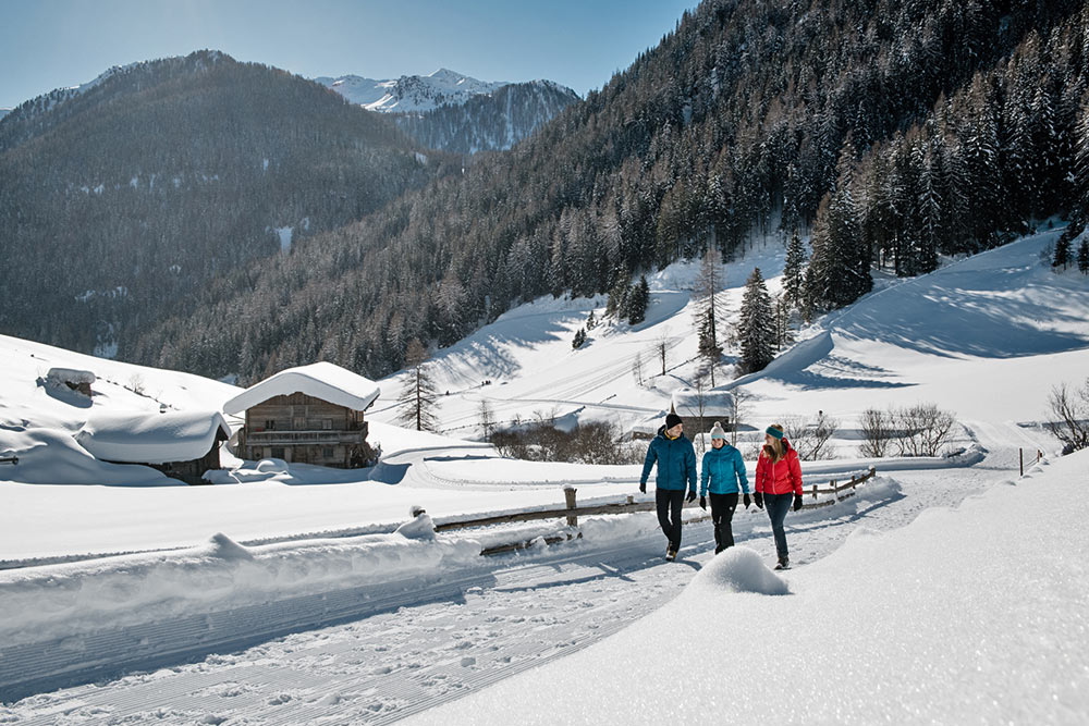 winterwandern-vacanze-invernali-escursioni-winter-hiking-vacation-ahrntal-hotel-valle-aurina